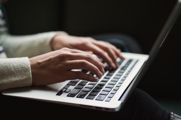 Schreiben am Laptop